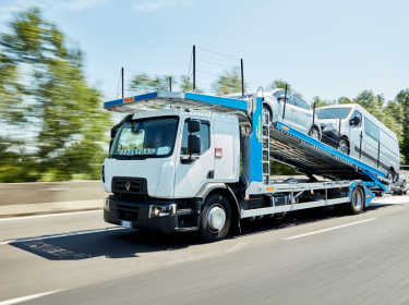 Renault Trucks D Wide car carrier